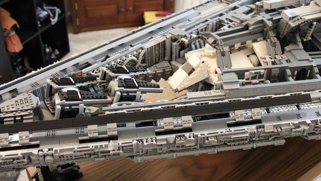 Der Raumschiff-Hangar bietet u.a. Platz für TIE-Fighter und ein imperiales Shuttle. (Bild: imgur.com/doomhandle)