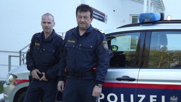 Die Lebensretter Markus Berger (li.) und Norbert Mair von der Polizei Garsten (Bild: Kronen Zeitung)