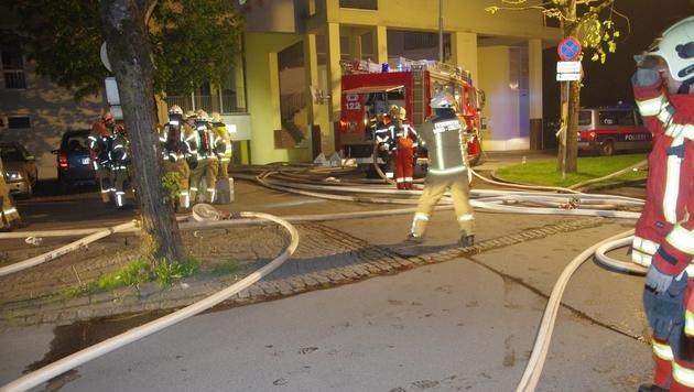 Großeinsatz in Vorarlberg: Pkw-Brand in Tiefgarage (Bild: facebook.com/Feuerwehr Bludenz)