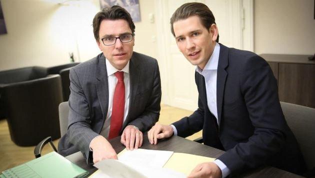 Power aus Salzburg: Kurz mit seinem Top-Mann und Außenministeriums-Sprecher Thomas Schnöll aus Wals. (Bild: Schnöll)