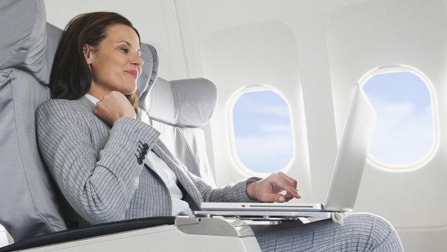 Laptop darf vorerst weiter mit in die Kabine (Bild: thinkstockphotos.de)