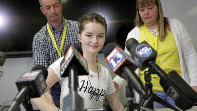 Deserae Turner und ihre Eltern nach der Entlassung aus dem Krankenhaus im April (Bild: AP)