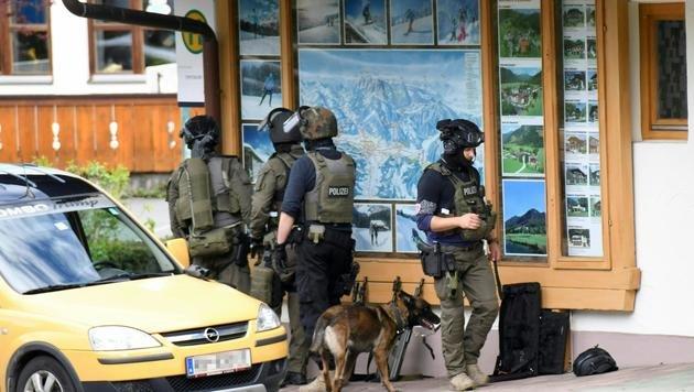 Geiselnahme in Bank: Täter in Haft, Opfer frei (Bild: APA/ZOOM.TIROL)