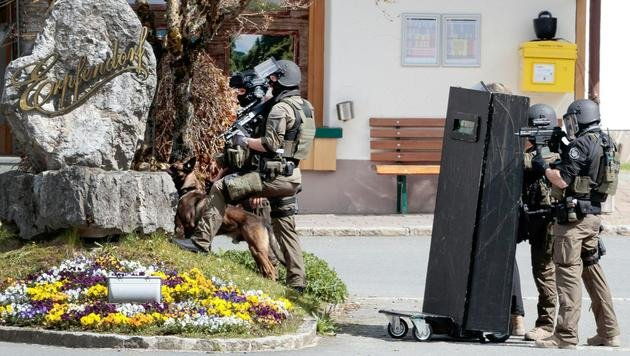 Geiselnahme in Bank: Täter in Haft, Opfer frei (Bild: APA/EXPA/ JOHANN GRODER)