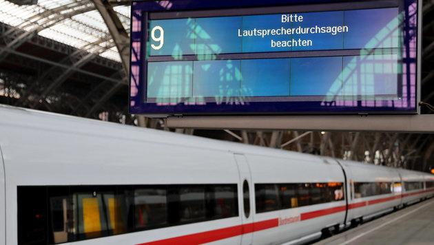 Der Cyber-Angriff erreichte die Deutsche Bahn. (Bild: APA/dpa-Zentralbild/Jan Woitas)