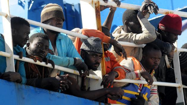 Gerettete Migranten auf dem Schiff