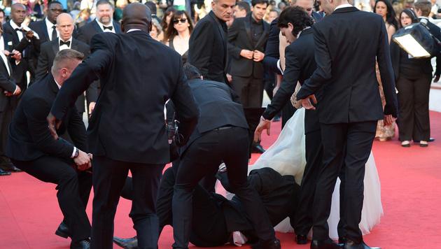 In Cannes krabbelte Sediuk 2014 unter das Kleid von America Ferrara. (Bild: AFP)