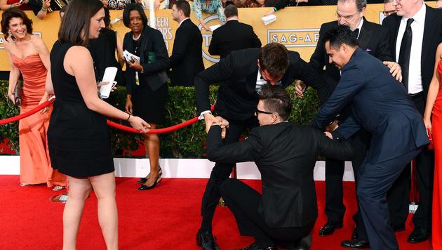 Auch Bradley Cooper konnte sich den Promi-Schreck nur schwer vom Leib halten. (Bild: 2014 Getty Images)