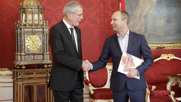 NEOS-Chef Strolz bei Präsident Van der Bellen (Bild: APA/BUNDESHEER/PETER LECHNER)