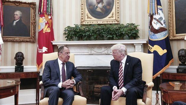 Lawrow (li.) und Trump bei ihrem Meeting im Weißen Haus (Bild: AFP or licensors)