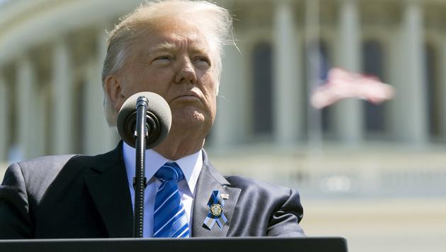 Trump und seine heikle Bitte an Ex-FBI-Chef Comey (Bild: SAUL LOEB/AFP)