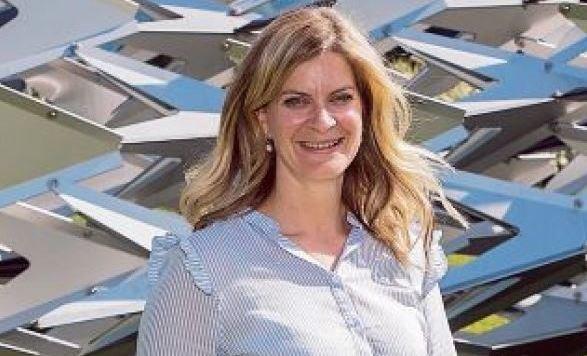 Marie-Christin Auinger vor Salzburg-Kulisse: Sie engagiert sich für ihren Spitzenkandidaten. (Bild: Neumayr/MMV)