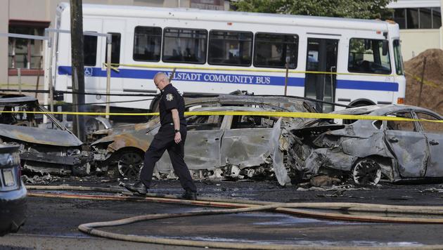 Learjet stürzte kurz vor Flughafen bei New York ab (Bild: AP)