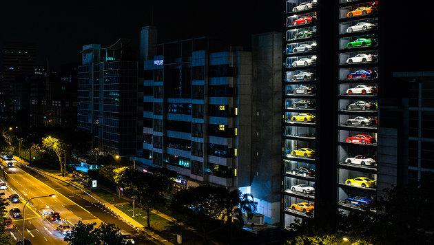 """""""Automat"""" spuckt in Singapur Luxuskarossen aus (Bild: Covered.Asia)"""