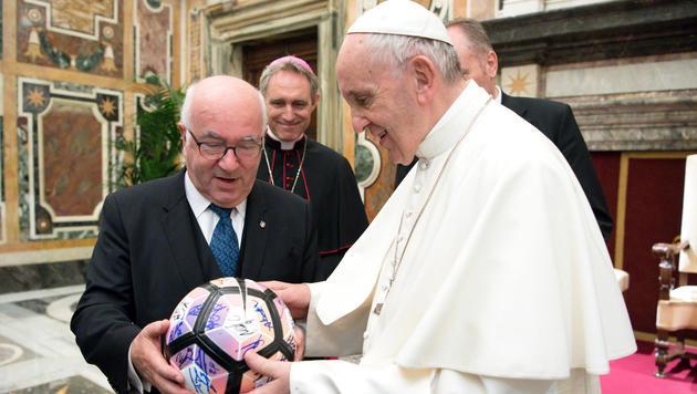 Feierliche Audienz! Papst empfängt Buffon und Co. (Bild: AP)