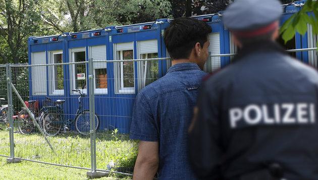 Jetzt verweigert Tulln Aufnahme von Flüchtlingen (Bild: Peter Tomschi, APA/HELMUT FOHRINGER, APA/GEORG HOCHMUTH)