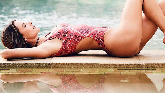 Alessandra Ambrosio trägt derzeit auch am liebsten Badeanzug. (Bild: instagram.com/alessandraambrosio)