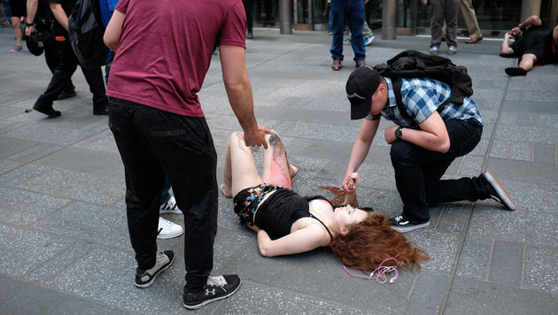 Ex-Soldat rast in Menge: Touristin (18) tot (Bild: AFP)