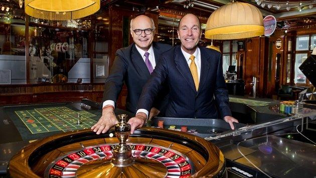 Karl Stoss (li.) geht - Alexander Labak wird neuer Generaldirektor der Casinos Austria. (Bild: Casinos Austria)