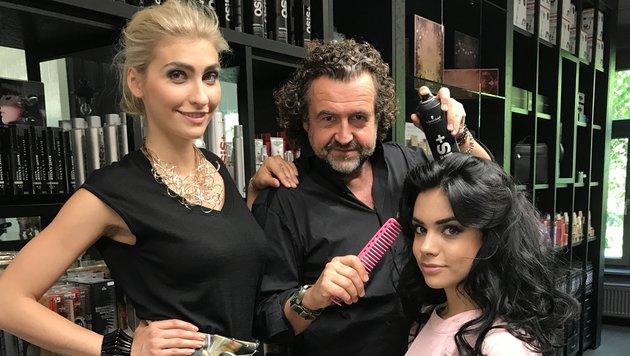 Marco Inmann zeigt seinen heurigen Amber Lounge-Look bei Julia Strimbei(l.) und Ajla Arnautovic (Bild: Inmann)