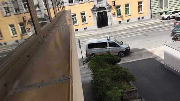 Nach rund einer halben Stunde konnte der Flüchtige in der Innsbrucker Innenstadt gefasst werden. (Bild: Stefan Ruef)