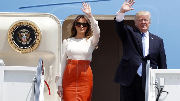 Donald Trump und Gattin Melania brachen zur ersten Auslandsreise des US-Präsidenten auf. (Bild: AP)