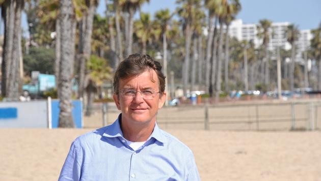 """Am Strand fühlt sich """"Mr. Beach"""" Hannes Jagerhofer wohl (Bild: Clara Milena Steiner)"""