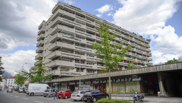 Verweste Leichen in Wohnblock: Polizei rätselt (Bild: www.zeitungsfoto.at)