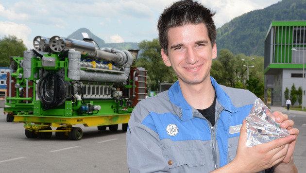 Der Lehrling des Jahres 2016, Florian Triendl (19), durfte sich über einen Kristall freuen. (Bild: Andreas Fischer)
