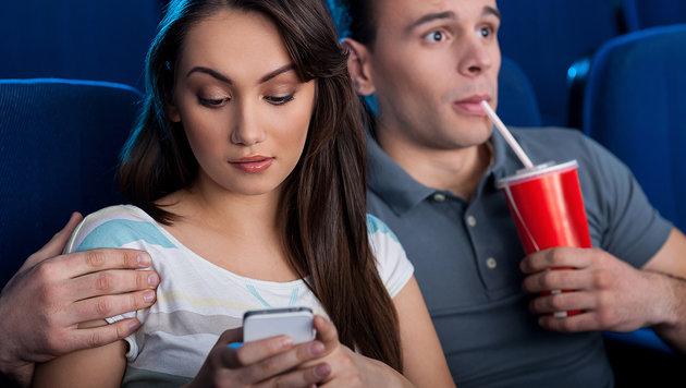 Zu viele SMS im Kino: Texaner verklagt Verabredung (Bild: thinkstockphotos.de)