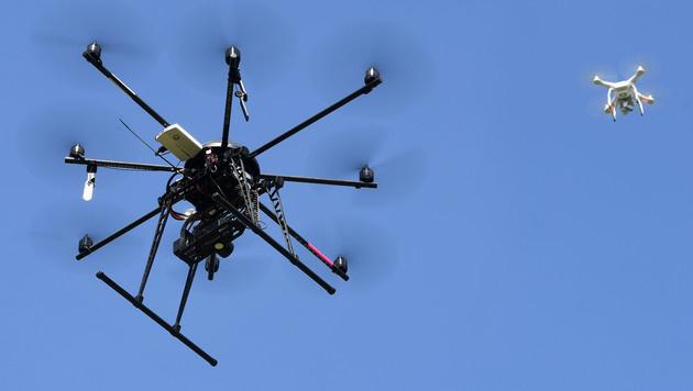 Drohnen: Kaum einer kennt rechtliche Vorschriften (Bild: APA/HELMUT FOHRINGER)
