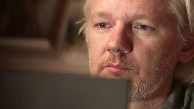 Schweden stellt Ermittlungen gegen Assange ein (Bild: AP)