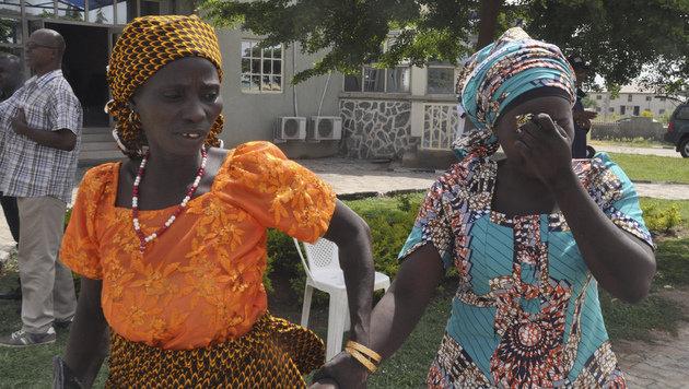 Freigelassene Mädchen wieder mit Familien vereint (Bild: Associated Press)