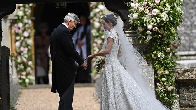 Michael Middleton führt seine Tochter Pippa zum Altar. (Bild: AFP)