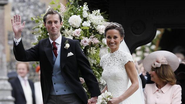 Überglücklich: James und Pippa (Bild: AP)