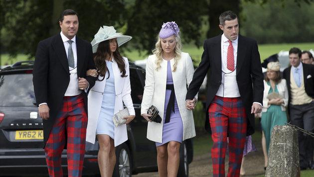 Hochzeitsgäste bei ihrer Ankunft (Bild: Associated Press)