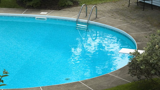 Dreijährige trieb reglos in Pool - wiederbelebt! (Bild: thinkstockphotos.de (Symbolbild))