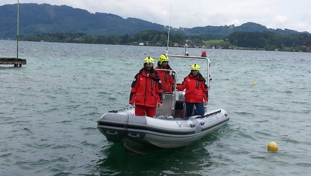 Mit diesem Boot wurden die beiden in Seenot geratenen Mädchen von den Wasserrettern geborgen. (Bild: unbekannt)