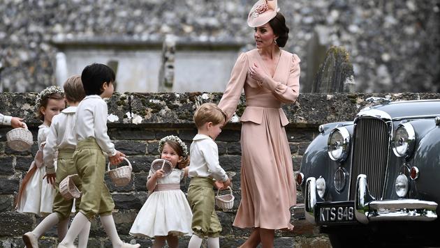 Kates Brautjungfernkleid wirkte etwas altmodisch. (Bild: AFP)