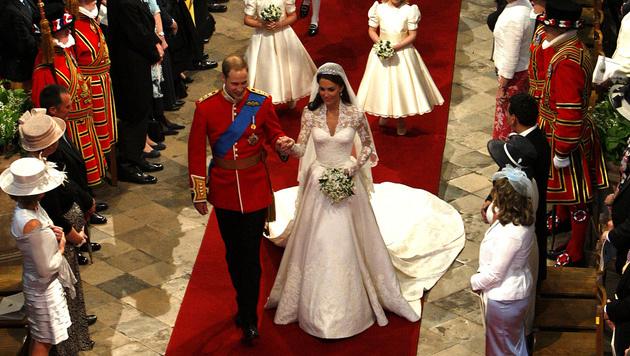 Kate und William schritten in der Westminster Abbey vor den Altar. (Bild: AFP)