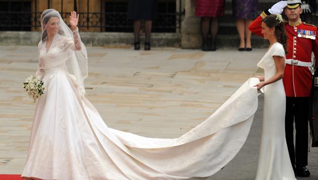 Herzogin Kate trug ein Brautkleid von Sarah Burton, Designerin bei Alexander McQueen. (Bild: AFP)