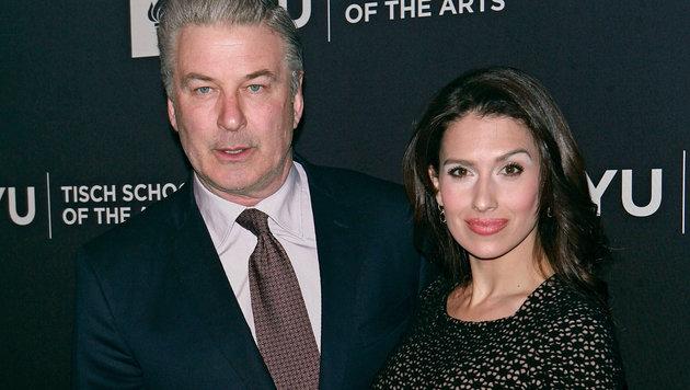 Alec Baldwin mit Ehefrau Hilaria (Bild: MediaPunch/face to face)