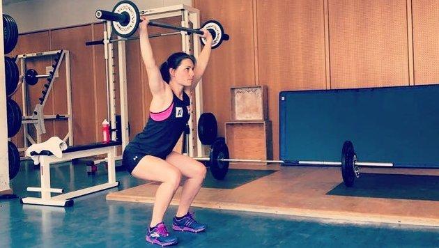 Österreichs Ski-Star Anna Veith arbeitet an ihrer Fitness. Sehr vorbildlich! (Bild: facebook.com)
