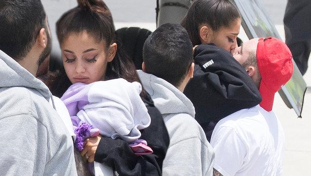 Ariana Grande: Tränen und Trauer bei Landung (Bild: Splash News)