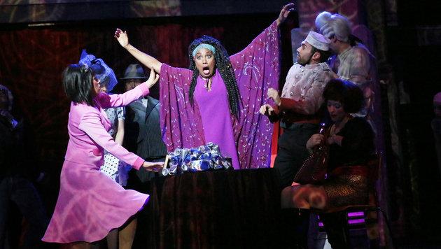 """Ana Milva Gomes in """"Ghost - Nachricht von Sam"""" als Oda Mae Brown am Linzer Musiktheater. (Bild: Reinhard Winkler)"""