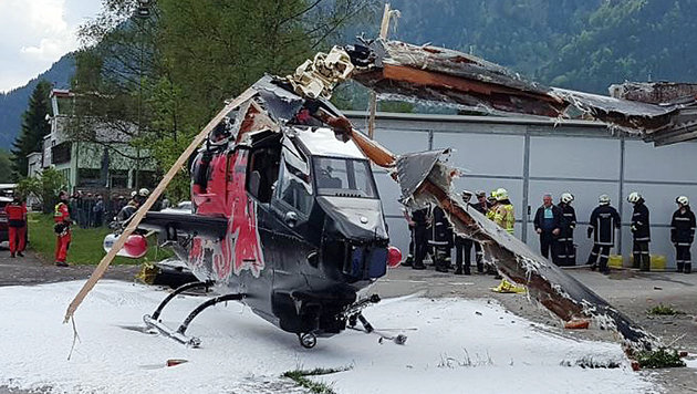 Red Bull helicopter crashes at landing (Photo: APA / ZOOM.TIROL)