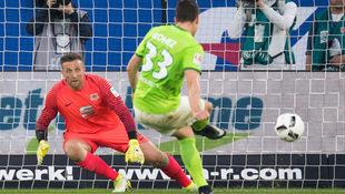 Wolfsburg gewinnt das 1. Duell gegen Braunschweig (Bild: AFP)