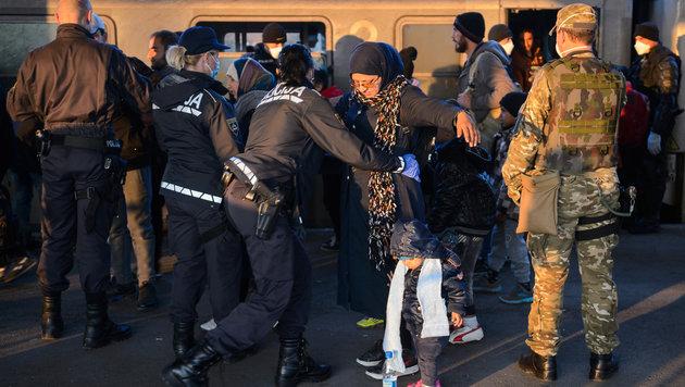 """NGOs: """"Kroatische Polizisten verprügeln Migranten"""" (Bild: AFP)"""