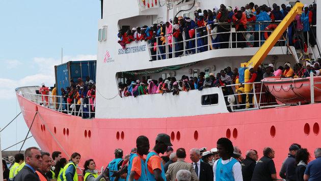 Bootsflüchtlinge in Italien (Bild: AFP)
