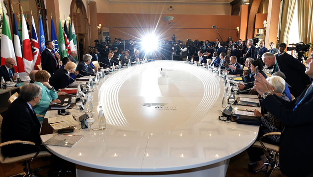 In diesem Saal verhandeln die G7-Spitzen. (Bild: AP)